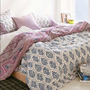 Urban Outfitters Plum+Blow Twin XL Duvet + insert